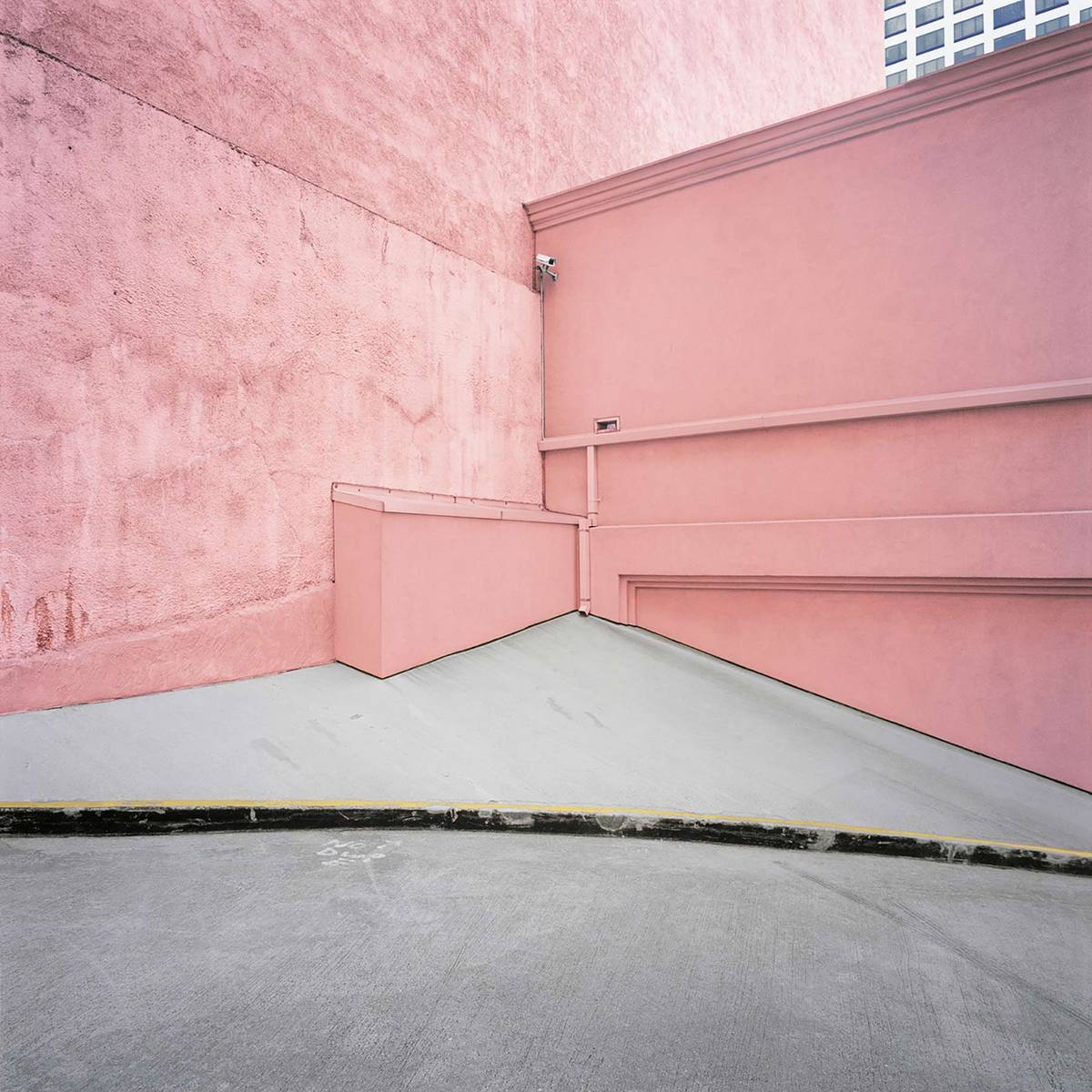 Pink Wall Los Angeles - Daniel Mirer